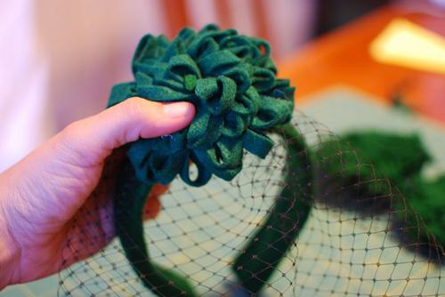Как шляпку на ободке