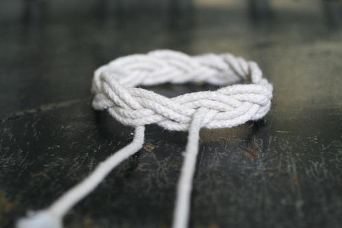 модные браслеты из веревок своими руками