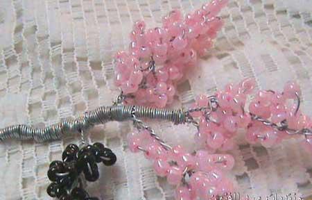Поделки из пластилина и крупы Поделки из морских ракушек фото Смотреть поделки из ниток .  Сделать дерево из бисера...